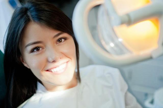 pacjentka na fotelu u stomatologa