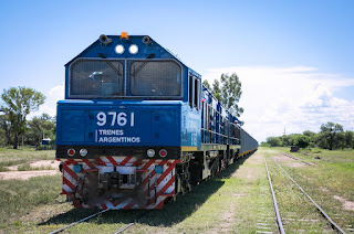 Llegaron desde China 20 nuevas locomotoras para reactivar el tren de cargas