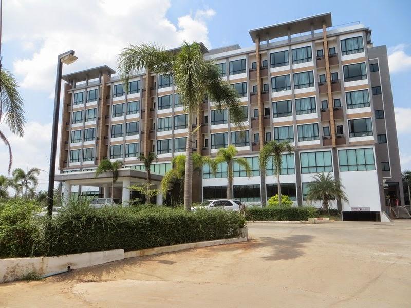 Отель в Сураттани