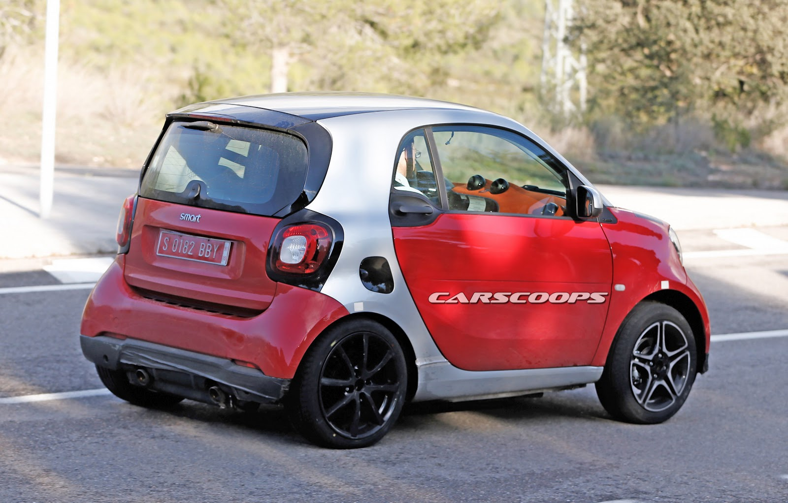 scoop new smart fortwo brabus freed from camouflage. Black Bedroom Furniture Sets. Home Design Ideas