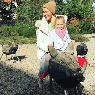 Meryem Uzerli și fetita ei, Lara