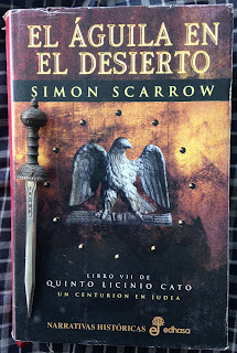 Portada del libro El águila en el desierto, de Simon Scarrow