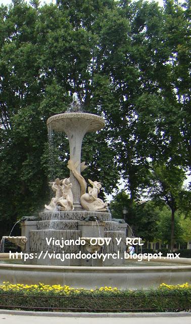 Que hacer, a donde ir, que visitar en Madrid. Parque del retiro, fuente Galapagos