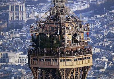 Teki Tizi En Haut De La Tour Eiffel