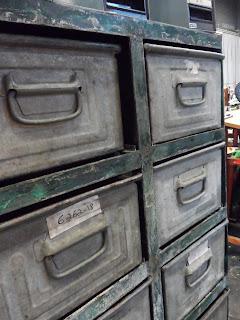 Mueble cajoneor archivador industrial de metal, en el desembalaje de bilbao en el BEC de Barakaldo