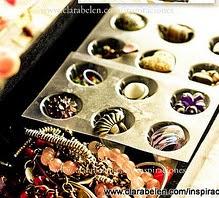 http://clarabelen.com/inspiraciones/1183/dar-un-nuevo-uso-reutilizar-la-tapadera-de-los-cartones-de-huevos-para-guardar-anillos-y-pendientes/