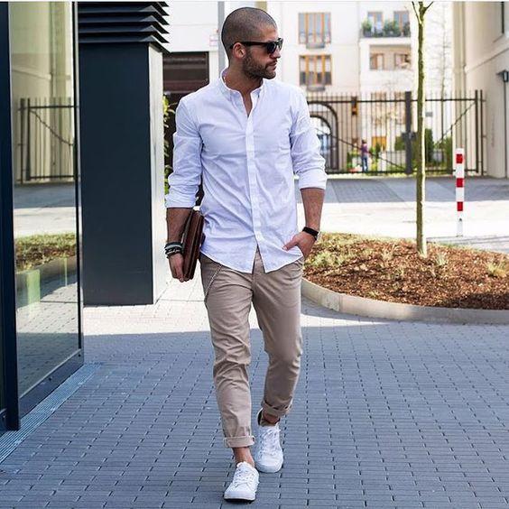 look masculino com calça bege