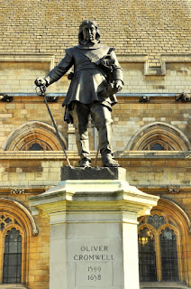 https://en.wikipedia.org/wiki/Statue_of_Oliver_Cromwell,_Westminster#/media/File:Oliver_Cromwell_statue,_Westminster.jpg