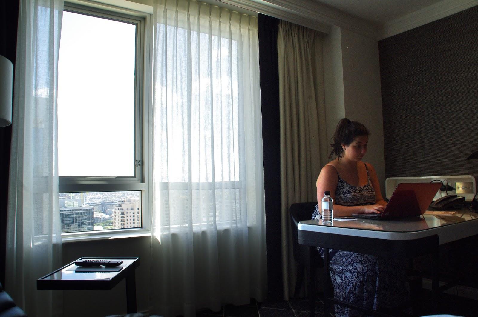 Aussie Flashpacker working away at the Swissotel in Sydney
