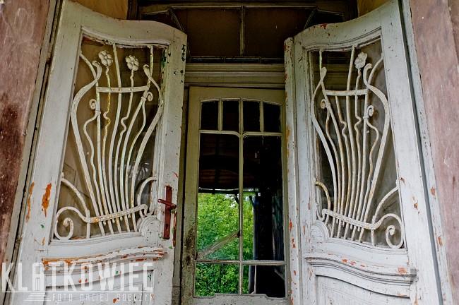 Grodków: secesyjne drzwi