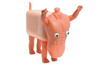Personajes hechos con partes de juguetes