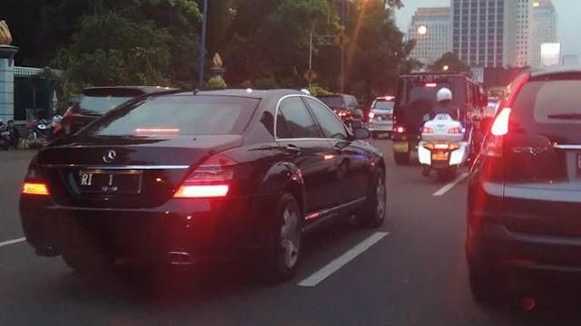 Mobil RI 1 Terjebak Macet, Mobil Ini Gak 'Ngusir' Pengendara Lain