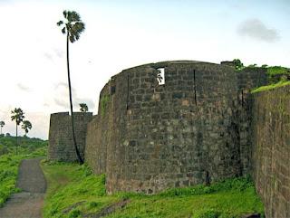 Madh-fort3.jpg