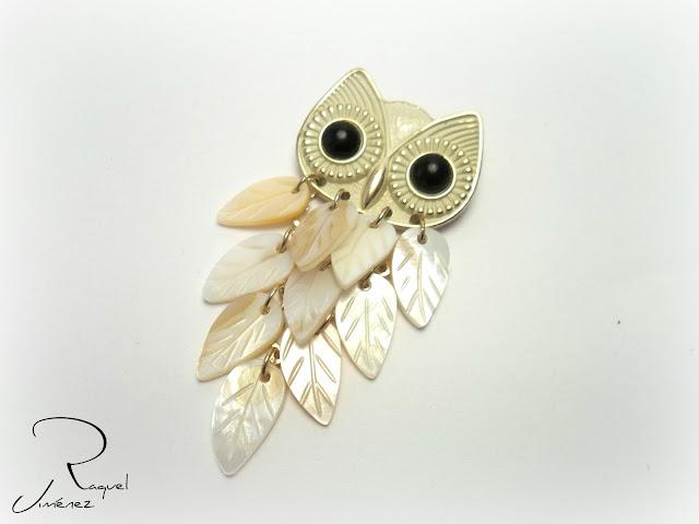 broche buho con plumas de nacar