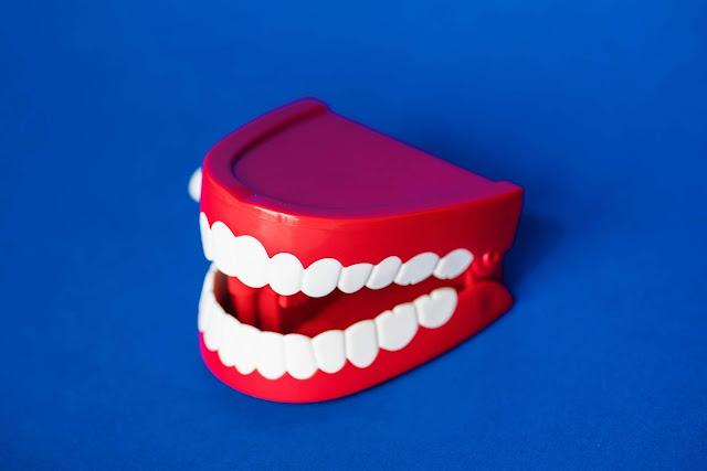 penyebab gigi anak gigis