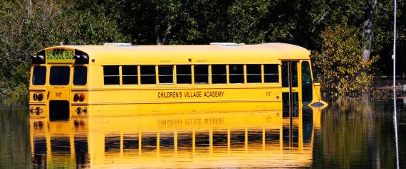 لماذا تُطلى حافلات المدارس باللون البرتقالي