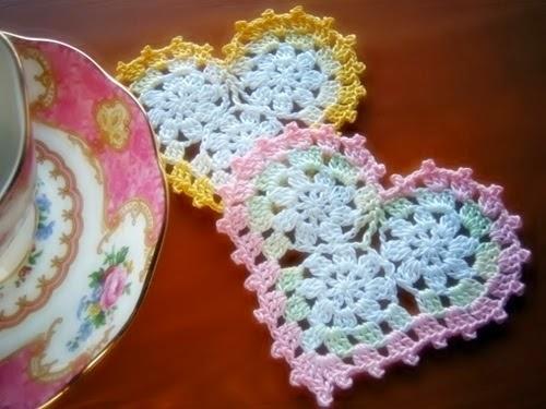 Posavaso con forma de corazón tejido al crochet