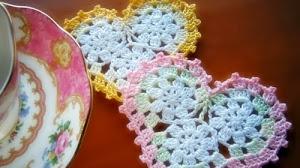 Apliques con forma de corazón tejido al crochet