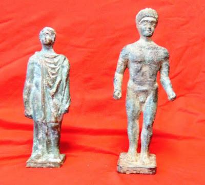 Συνελήφθησαν αρχαιοκάπηλοι με δύο χάλκινα αγαλματίδια