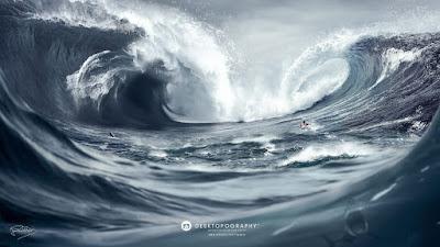 Hombre haciendo surf por el mar furioso