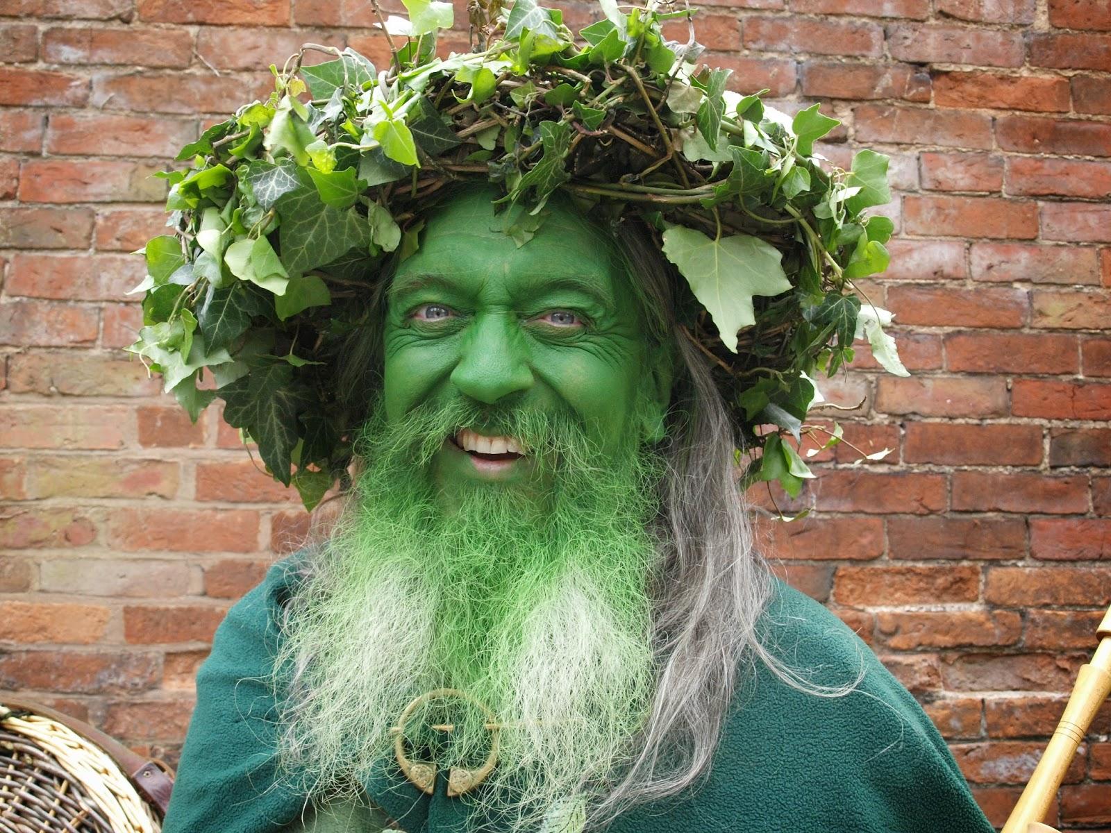 люди в зеленом картинки скромные девушки