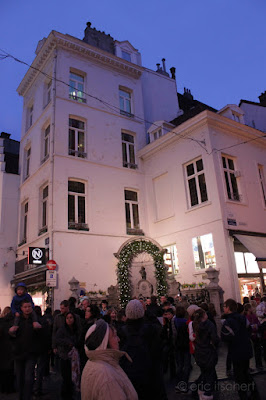 Manneken Pis, rue du Chêne, Grand Place, fontaine, gamin qui pisse, Bruxelles, Jérôme Duquesnoy