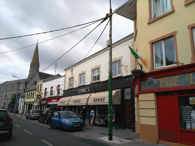 Earnies shop and grocery sotre
