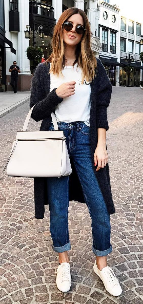 what to wear with a cardigan: t-shirt + bag + jeans + white sneakers