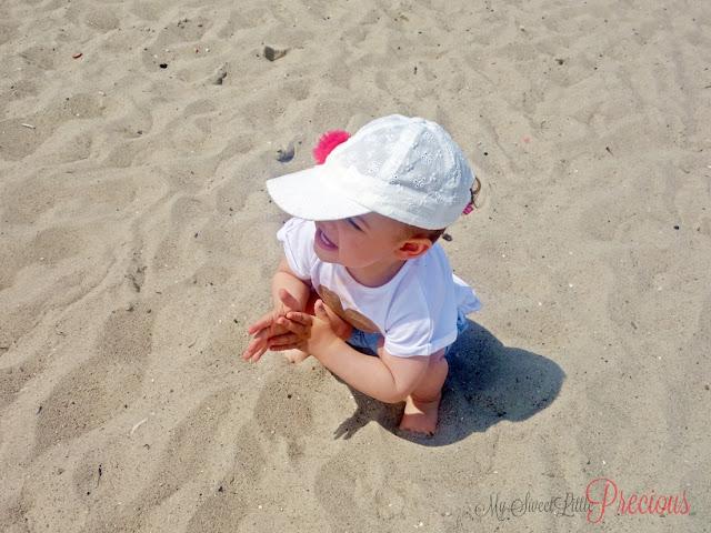 dziecko nad morzem
