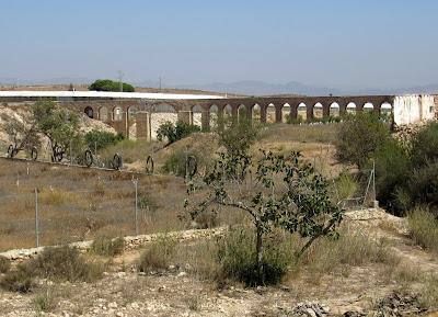 Acueducto en Fernán Pérez. Acueducto en Cabo de Gata