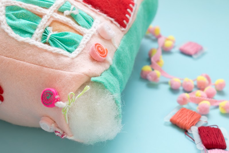 how to make gingerbread house cushions tutorial
