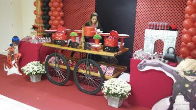 Mesa decorada Ladybug com rodas