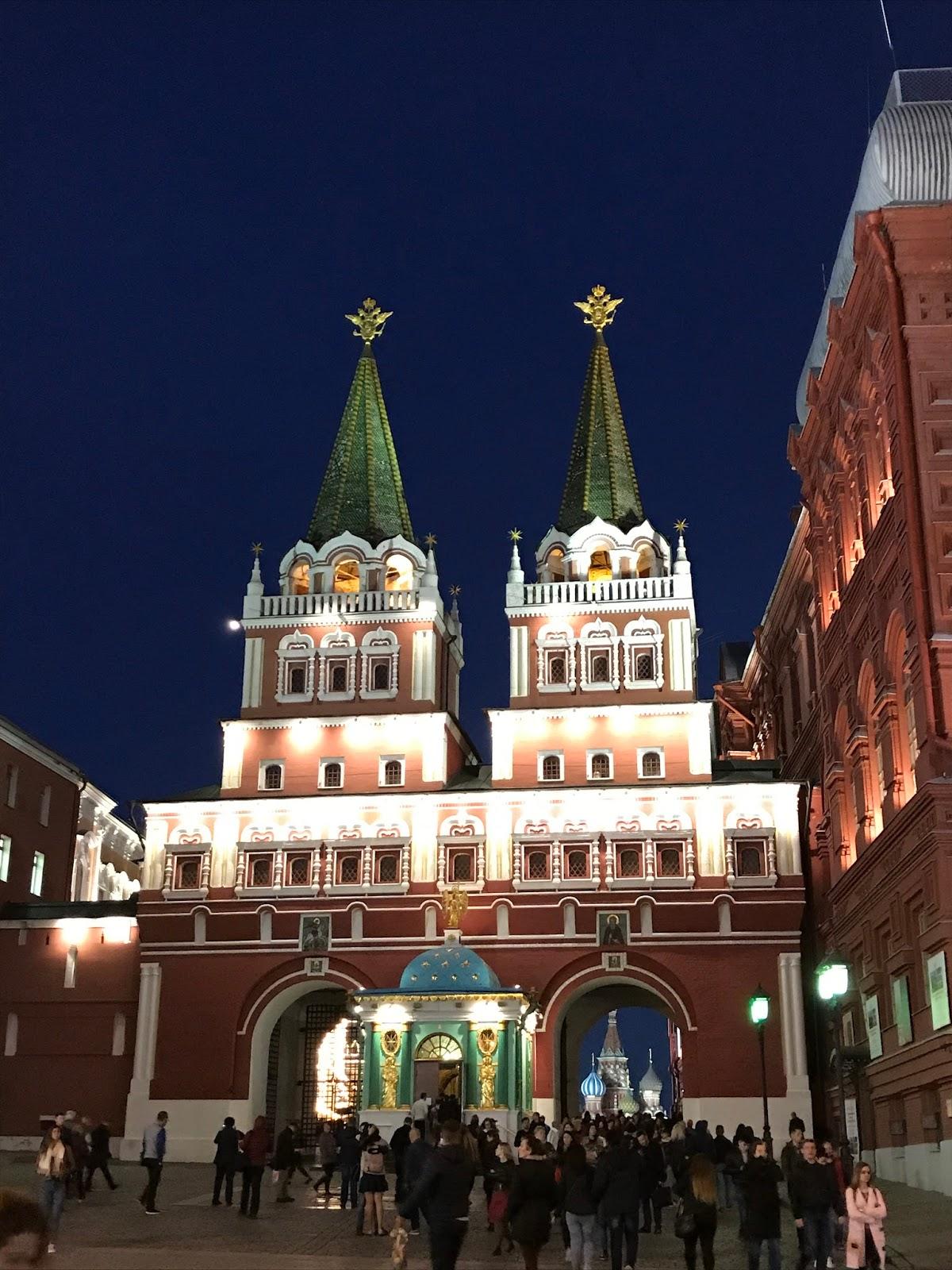 Porta da Ressurreição à noite - Moscou