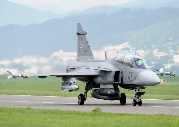 Угорщина оголосила військову тривогу через нелегальний літак з України