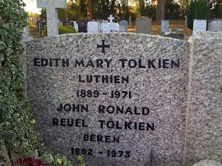 Risultati immagini per tomba di tolkien