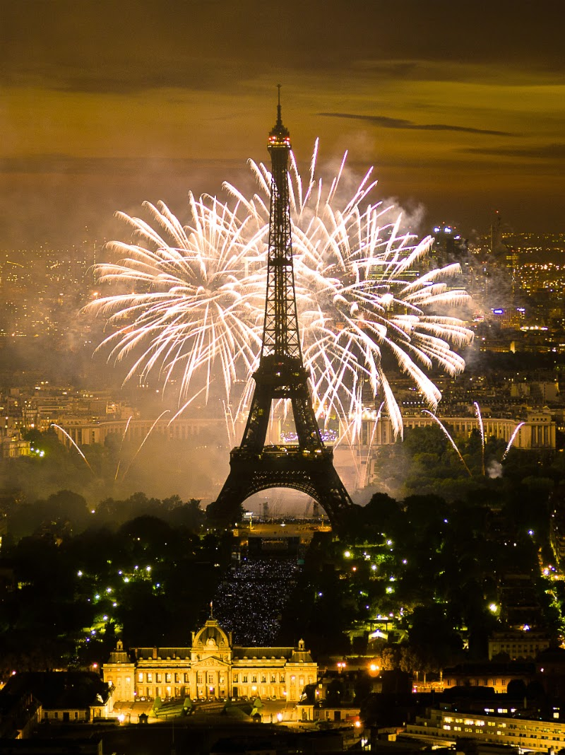 Fireworks and the Eiffel Tower on NYE