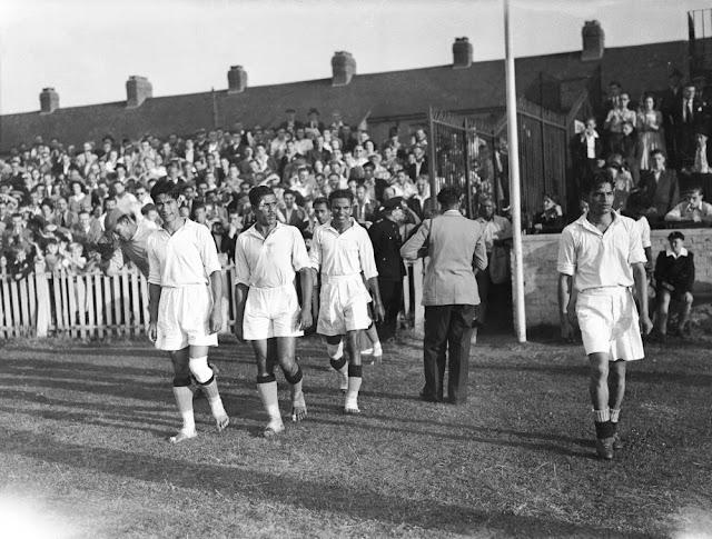 1948 में लंदन ओलम्पिक में जब भारत की फ़ुट्बॉल टीम का सामना फ़्रान्स की टीम से हुआ, बिना जूतों के मैदान में उतरे थे