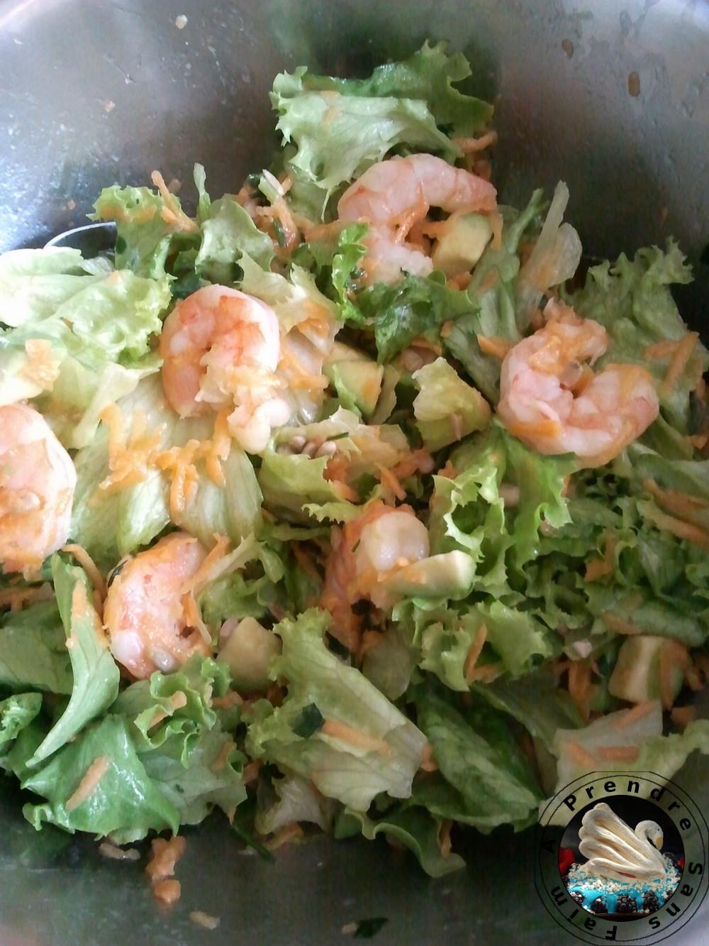Salade de laitue aux carottes et crevettes