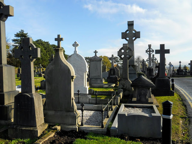 Why Visit Belfast from Dublin: Milltown Cemetery