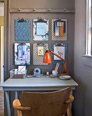 Espacio de trabajo organizado con cosas recicladas
