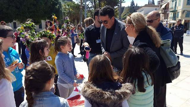 """Δώρο """"Με Αγάπη"""" στον Δήμαρχο Ναυπλιέων από τα παιδιά του εργαστηρίου συναισθηματικής αγωγής """"Με ένα Καλειδοσκόπιο"""""""