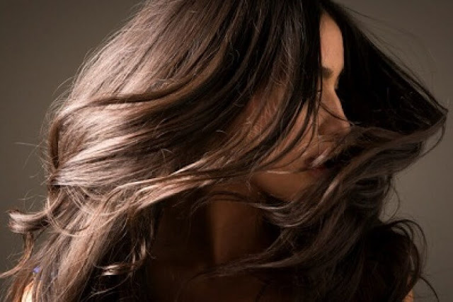 خلطة الثوم وزيت الزيتون لتطويل الشعر