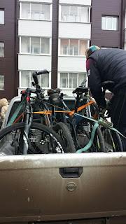 Погрузка велосипедов в пикап