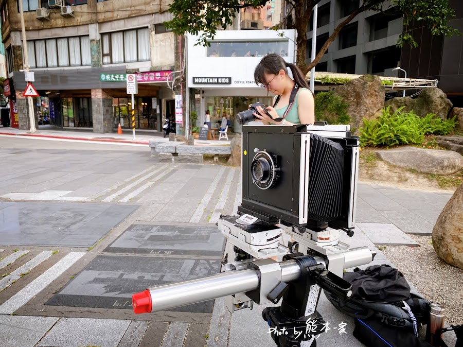 台北街頭巧遇古董蛇腹相機瑞士製Sinar 4x5底片大片幅相機拍攝作業
