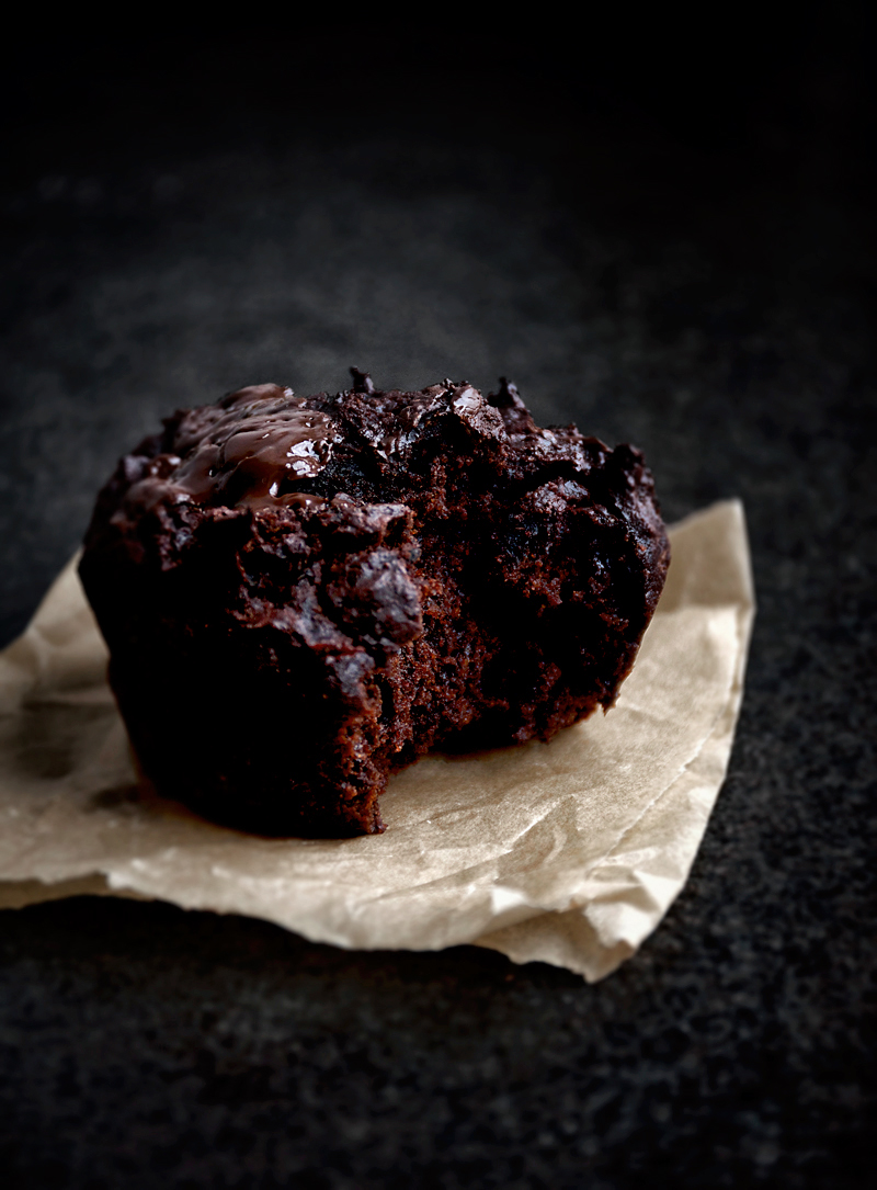 Lightly sweet vegan chocolate beet muffins with plenty of dark chocolate flavour. Even if you're not a fan of beets, you'll probably like these dark chocolate muffins. Made with whole wheat spelt flour and coconut oil.