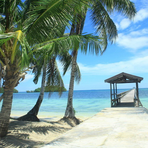 Tinuku Travel Panjang Beach in Rumberpon Island diving and snorkeling then sunbathe in quartz sand