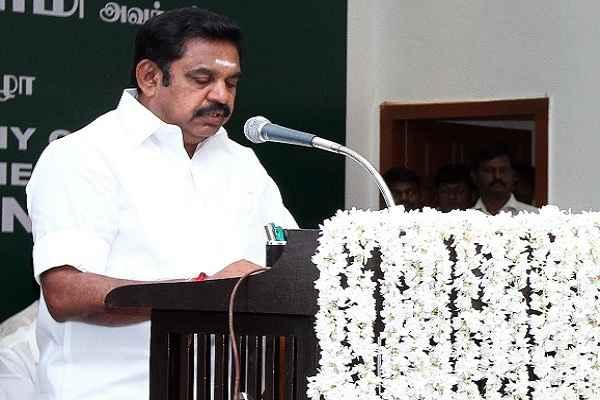 पलनीस्वामी ने ली तमिल नाडु के मुख्यमंत्री पद की शपथ