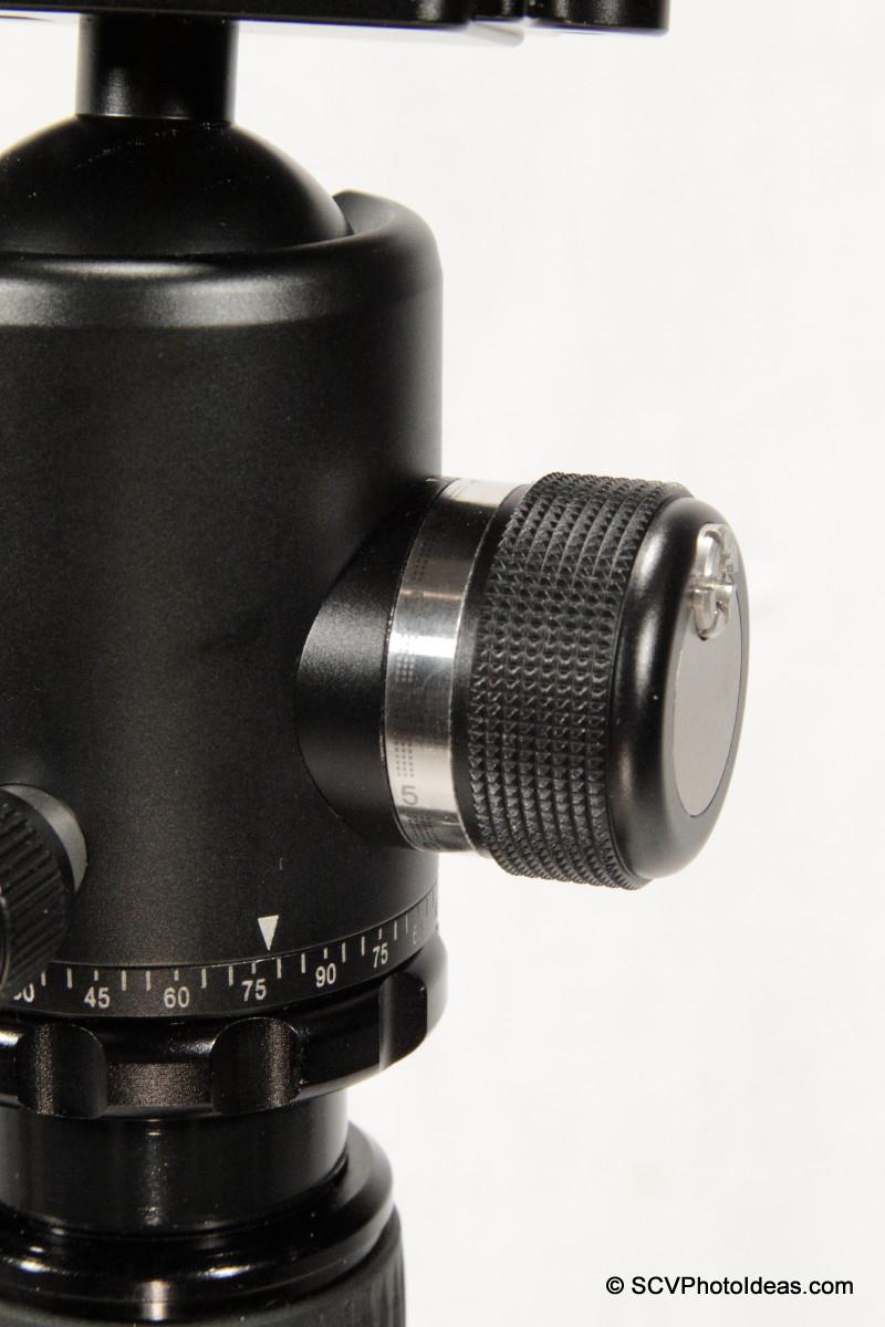 Sunwayfoto DB-36TRLR main lock knob closup