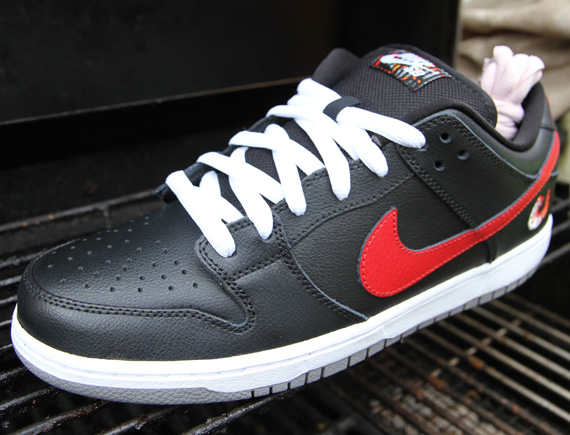 0e030ccc3147 Red swoosh on an all black upper which could resembles charcoals I supposed  with white   pink laces  Well look for these real soon at your local SB ...
