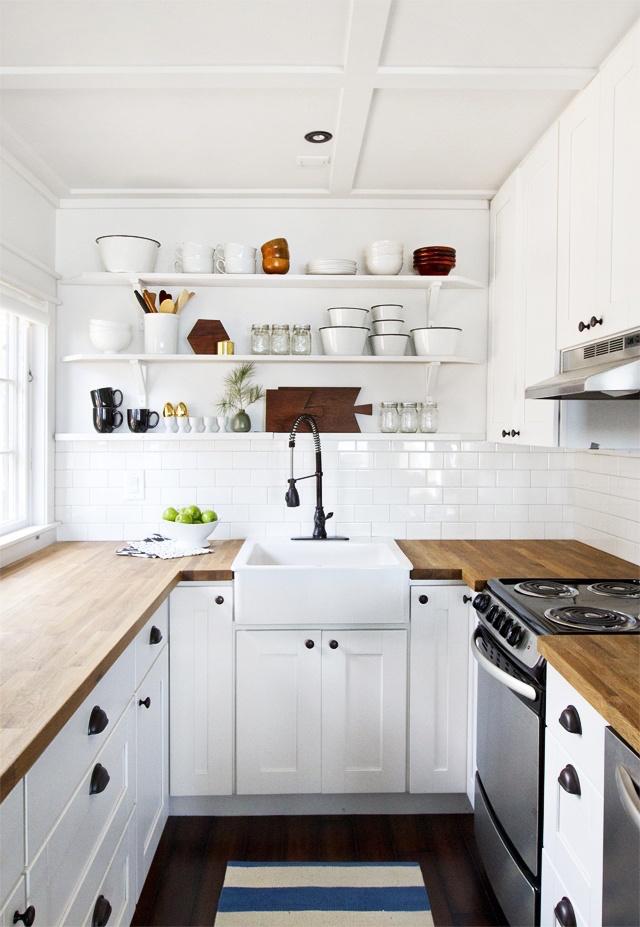 cocinas con estanterías voladas